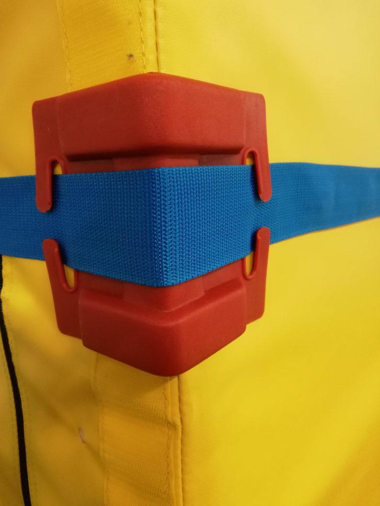 Wandbefestigungsgurt mit Kantenschutz